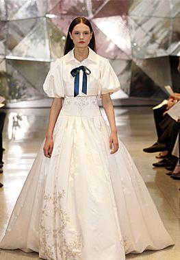 Y tampoco voy a hacer que mi mujer use ESTE vestido de boda!!!